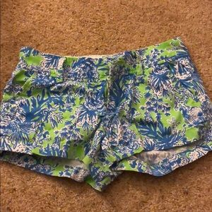 Lily Pulitzer printed shorts in size 00.